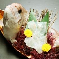 ご宿泊のお客様に朝食時、なんと!鯛の舟盛りをサービス致します♪