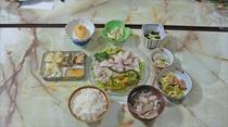 夕食 (日替わり)