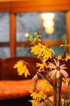 館内に生けられた野花