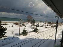 部屋から見える日本海(雪景色)