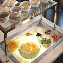 *朝食例:サラダ・デザート台