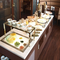 *朝食例:バイキング台