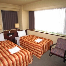 *ツインルーム一例/充分な広さがあり明るい雰囲気のお部屋です。
