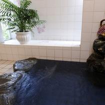 *24時間、貸切でご利用頂けるゲルマニウム風呂。アロマの香りに癒されます。