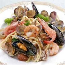 *海の幸満載の豪華なスパゲティ