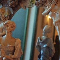 *【館内(一例)】館内にはイタリアの調度品の数々。