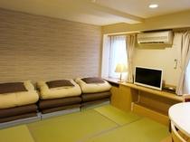 キッチン付2人〜3人部屋(寝室:和)【バス・トイレ付き】