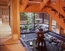 階段下坪庭