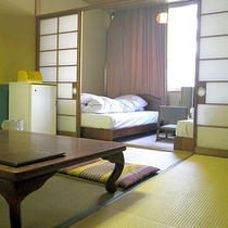 *和洋室一例/畳でごろり。ベッドでぐっすり就寝。