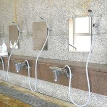 *女性大浴場/洗い場も広々ゆったり