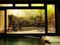 源泉かけ流しの温泉が楽しめる畳敷きのお風呂