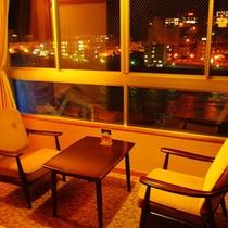 川側和室10畳バストイレ (下呂夜景を一望できる)