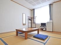【別館8畳】3名様までご利用可能なシンプルな和室です