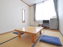 【別館6畳】2名様までご利用可能なシンプルな和室です