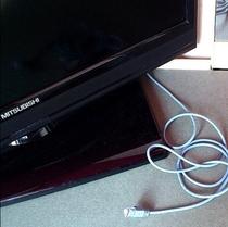 液晶テレビ、LANケーブル