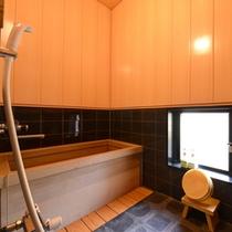 *和室10畳(客室一例)/温泉ではございませんが、檜風呂を完備!檜の香り漂うお風呂で癒しのひと時を。