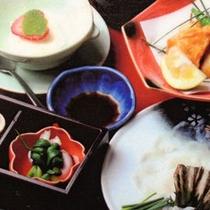 ふぐプランの料理一例(左)