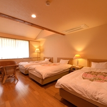 *トリプル(客室一例)/三名様のご旅行に◎清潔にしつらえられたベッドルームで安眠の夜をお過ごし下さい。