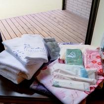 *客室アメニティ/浴衣、タオル、歯ブラシ等取り揃えています。湯上りに足が冷えよう靴下の用意が嬉しい。