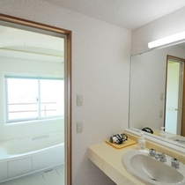【バスルーム】バス・洗面・トイレは全て独立型なので便利です