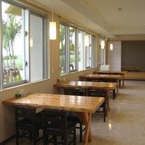 *【レストラン】お食事は明るい雰囲気のレストランスペースでどうぞ!