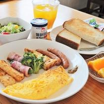 【朝食の一例】バランスのよい朝食で一日を元気に♪※朝食は日替わりです。