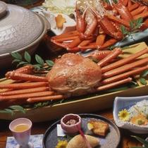 「 香住ガニ☆コース 」の一例(左側)お値頃な価格で、春と秋にお楽しみい