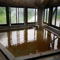*【大浴場】鉄分が多く湯冷めしにくい泉質です。