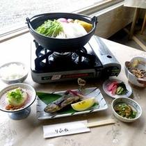 *【夕食一例】山菜、川魚が中心で季節ごとに変わります。