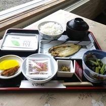 *【朝食一例】納豆に焼き魚など白ご飯がすすみます♪