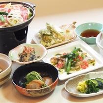 *料理一例/地元の良材をふんだんに使用した料理