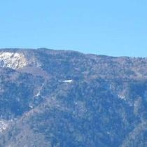 *【雄大な景色】残雪が残る山々