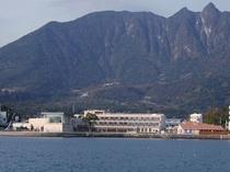 ホテル全景イメージ(海側より)