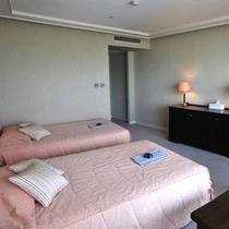 *ツインルーム一例。上質な空間が流れる客室が、旅の疲れをゆったりと癒します。