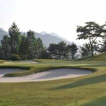 *施設内に併設のゴルフ場は全18ホール。自然が醸しだす四季折々の楽しみを味わえます。