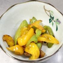 【夕食一例】ピーマンとパプリカの炒め物