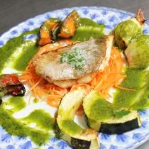 【夕食一例】タイのムニエルと焼き野菜のグリーンソース