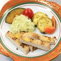 【夕食一例】優しい味付けで女将が愛情を込めて作ります
