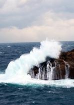 出雲松島の荒波
