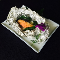 朝食の鮭のホイル焼き