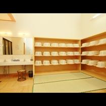 ◆脱衣所も畳敷き&広々とスペースをとっております。