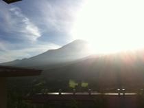 太陽が沈む&富士山