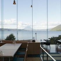 【ビュッフェレストラン】洞爺湖はもちろん、中島・羊蹄山も一望出来ます。