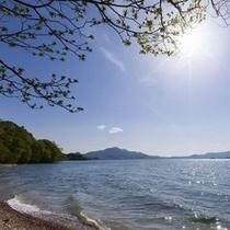 洞爺湖の夏。眺める方角によってさまざまな表情を見せる洞爺湖。