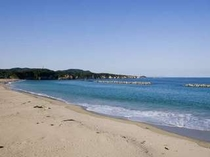 千鳥が浜は白い砂浜で美しいです