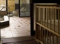 大浴場には榊原温泉が汲み湯され、ママに優しい赤ちゃんベッド完備