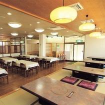 *食堂/夕朝のお食事はこちらでお願い致します。テーブル席と座敷の両方がございます。