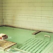 *大浴場一例/無色透明のアルカリ性単純温泉。朝6:00〜夜10:00までお入りいただけます。