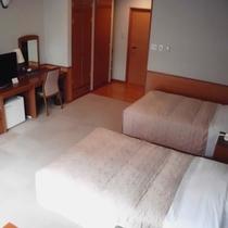 *洋室(客室一例)/モダンな雰囲気の洋室にはシャワールーム付・無しの2タイプがあります。
