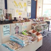*【お土産コーナー】地元の様々な商品をご用意しています!